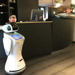 Robot para negocios Hoteles blanco sanbot