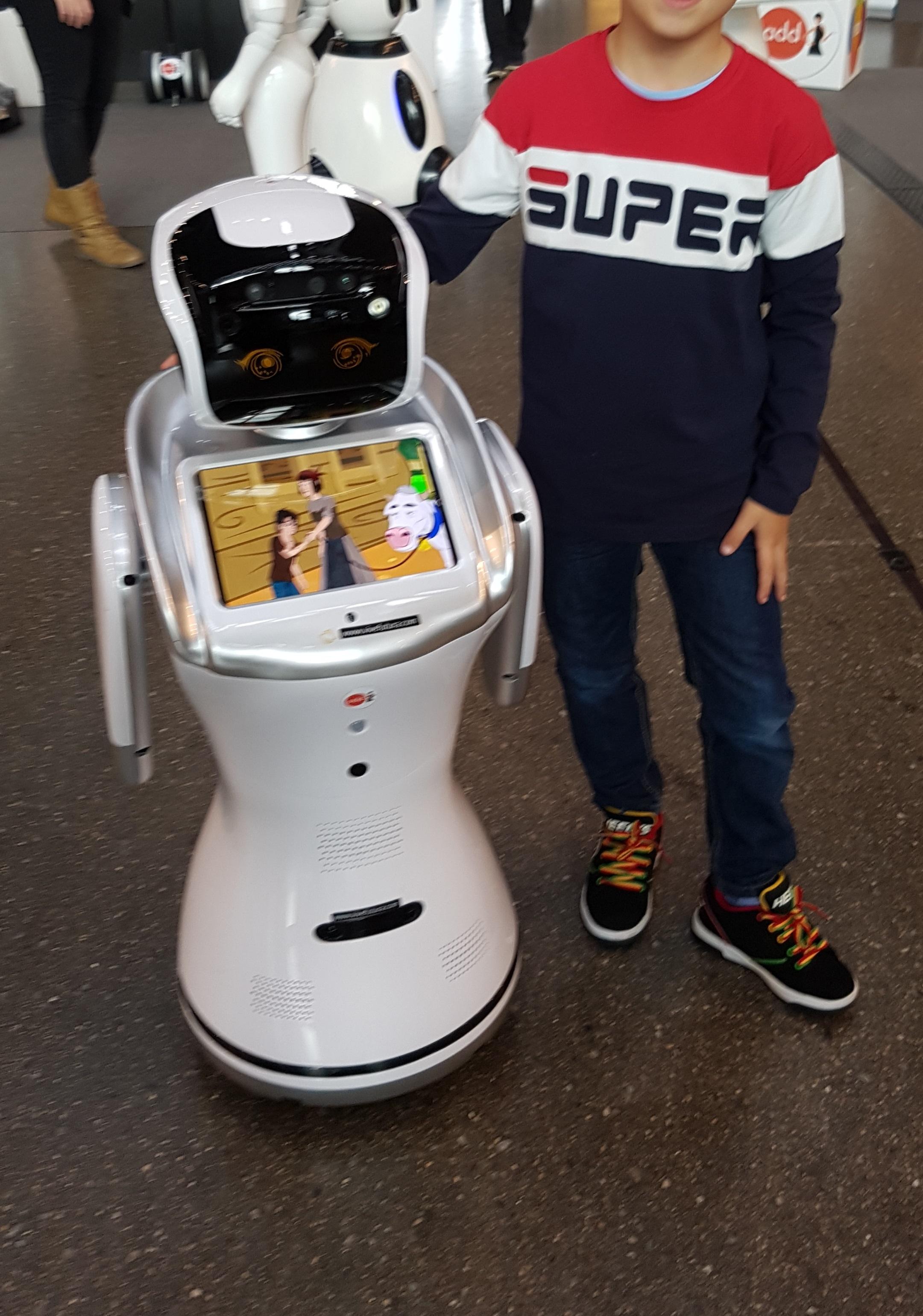 Robot Sanbot multidisciplinar