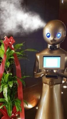 Robot desinfectante en funcionamiento